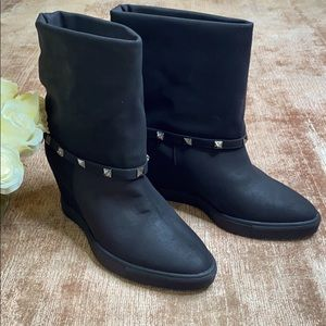 Jennifer Lopez Short Wedge Black Boot